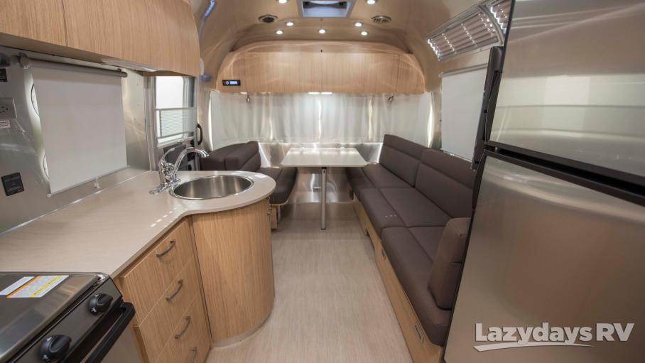 2019 Airstream Flying Cloud 27FBQ