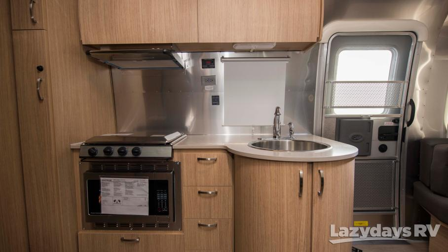 2019 Airstream Flying Cloud 25FBQ