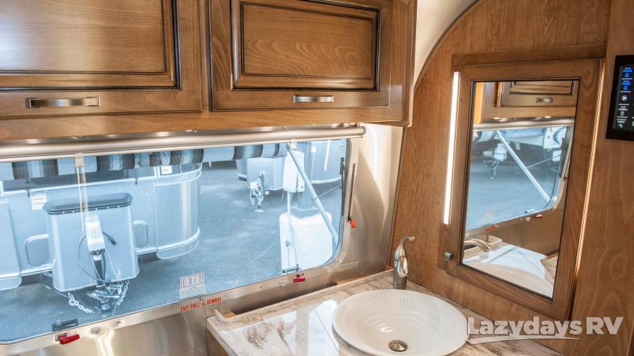2018 Airstream Classic 33FB