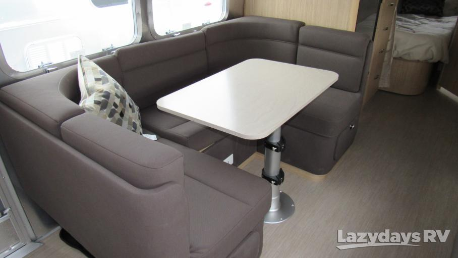 2019 Airstream Flying Cloud 30FB Bunk
