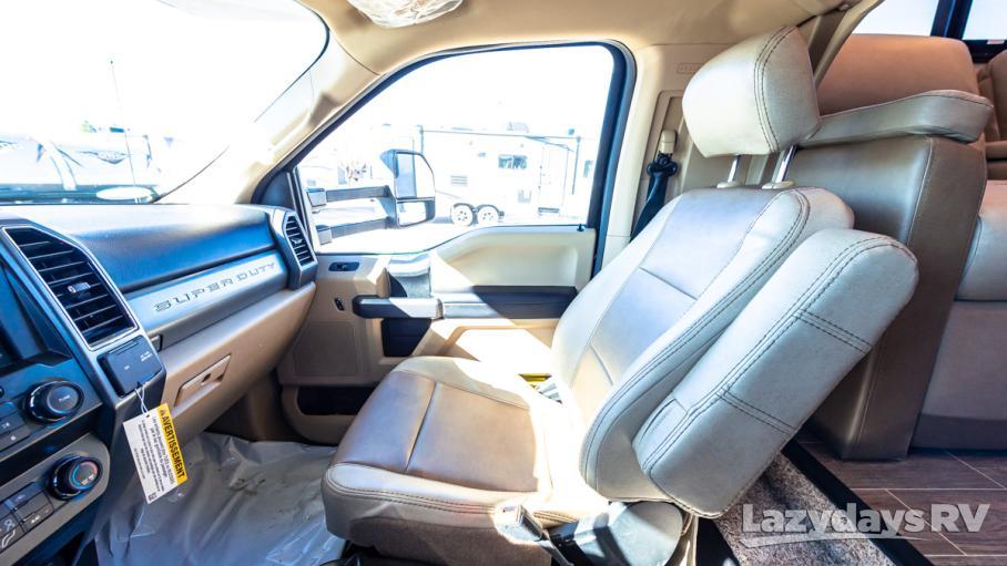 2020 Thor Motor Coach Omni XG32