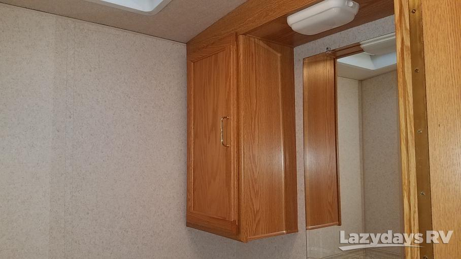 2004 Winnebago Sightseer 30B