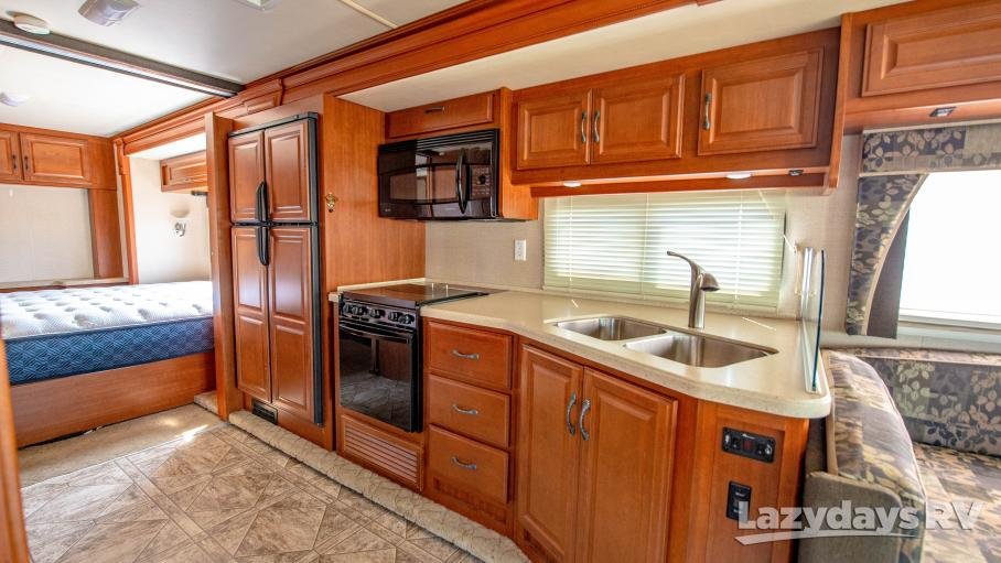 2010 Fleetwood RV Bounder Classic 33U
