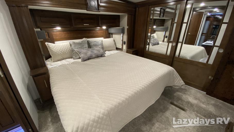 2021 DRV Luxury Suites FullHouse LX455