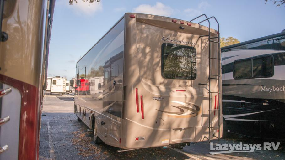 2015 Thor Motor Coach Hurricane 27K